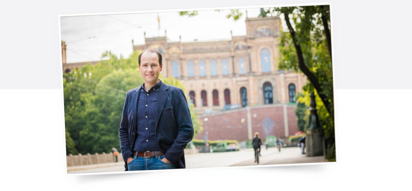 Tim Pargent vor dem Bayerischen Landtag